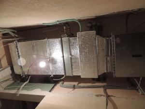 Приточная установка — наборная. Слева направо: фильтр воздушный, охладитель канальный, нагреватель водяной, вентилятор канальный