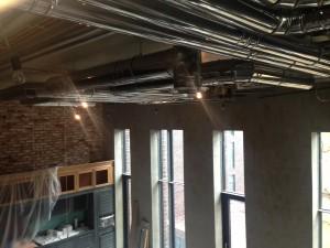 Вентиляция и кондиционирование квартиры – решение дизайнера применить воздуховоды из нержавеющей стали