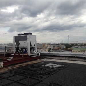 Чиллер с воздушным охлаждением производства фирмы «Yalca» YAH 145.2 F3. Производительность по холоду — 95 кВт